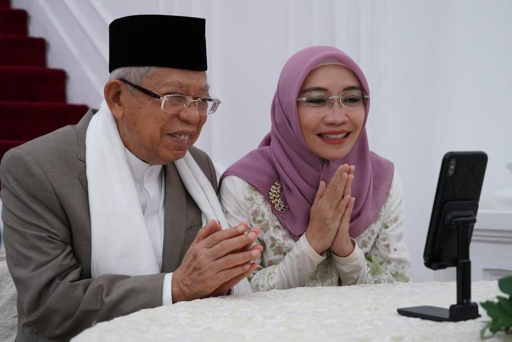 Momen Jokowi-Iriana dan Ma'ruf-Wury silaturahmi lewat video call