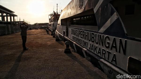 Hampir tak ada petugas di berjaga di pelabuhan pada Rabu (12/5) sore. Hanya satu-dua anggota polisi di posnya dan terlihat seorang anggota TNI di sana.