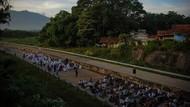 Penampakan Salat Idul Fitri di Jalan Tol Cisumdawu