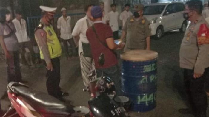 Polisi amakan sejumlah pemuda nekat takbir keliling di Jaktim (Instagram @tmcpoldametro)