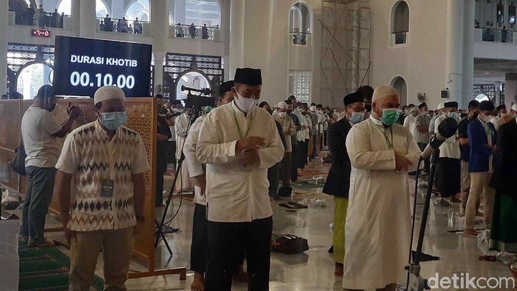 Khofifah Nilai Salat Id Selama 30 Menit di Masjid Al-Akbar Sesuai Prokes