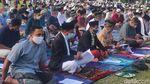 Saat Warga Cianjur Salat Id di Lapangan Taman Prawatasari