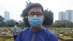 Peziarah di TPU Menteng Pulo: Dilarang Penjaga, Tapi Diizinkan Warga