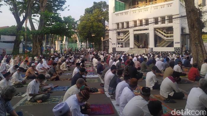 Salat Id Lebaran 1422 H di Masjid Cut Meutia, 13 Mei 2021
