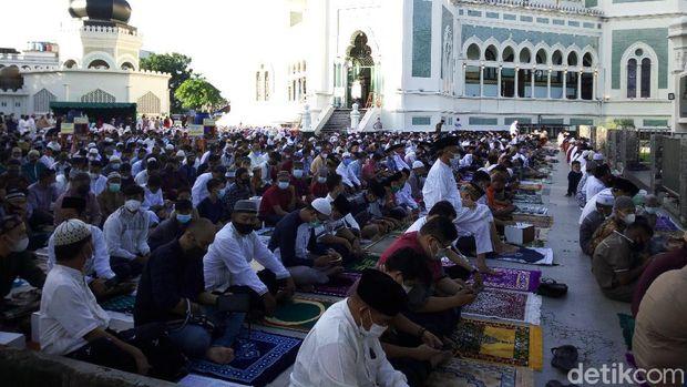 Suasana salat Id di Masjid Raya Medan (Datik Haris/detikcom)