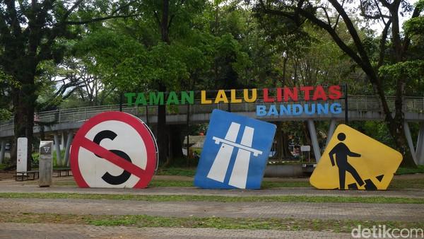 Lokasi Taman Lalu Lintas Ade Irma Suryani Nasution berada di jantung Kota Bandung.