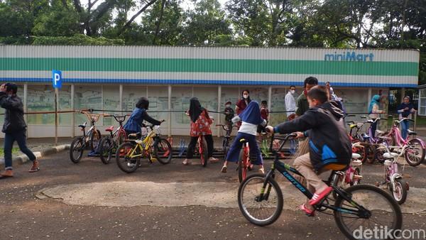 Kapasitas lebaran bisa sampai 4-5 ribu per satu waktudan sekarangmenjadi 50 persen. Taman Lalu Lintas Ade Irma Suryani Nasution maksimal dikunjungi 2 ribu orang.
