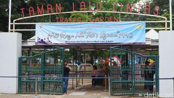 Traveler cilik misalnya bisa mencoba berbagai macam transportasi, dari kereta hingga sepeda di Taman Lalu Lintas Ade Irma Suryani Nasution.