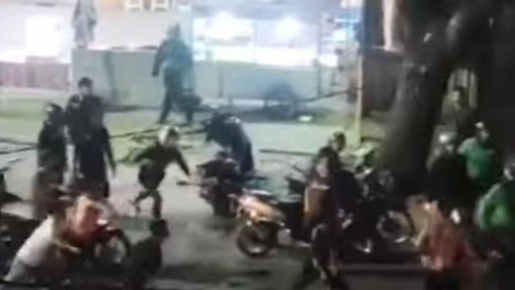 Bubarkan Tawuran di Makassar, Polisi Lepas Tembakan Peringatan