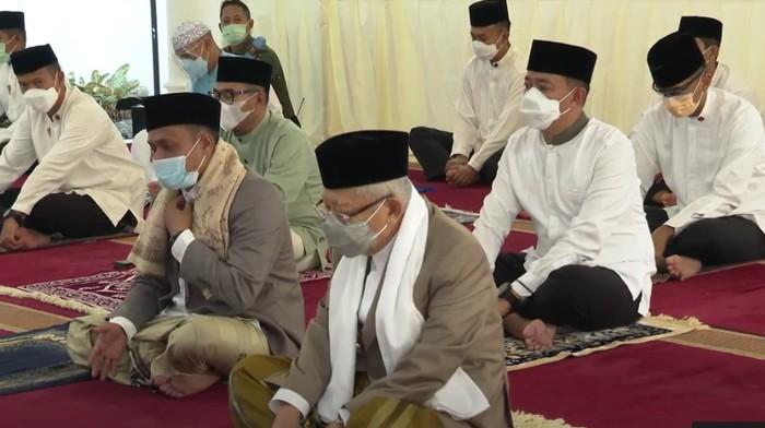 Wapres Maruf Amin melaksanakan salat Id di ruamh dinas (Screenshot video setwapres)