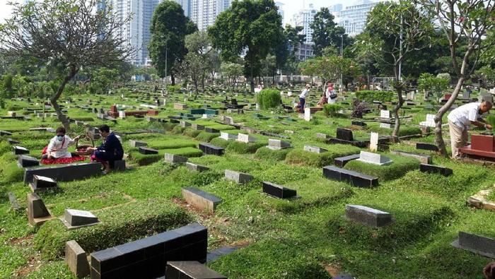 Ziarah Kubur Dilarang Saat Lebaran, TPU Karet Bivak Sepi (Foto: Rakha/detikcom)