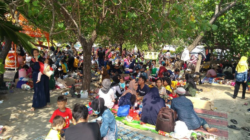 31 Ribu Pengunjung Padati Ancol, Akses ke Pantai Dibatasi