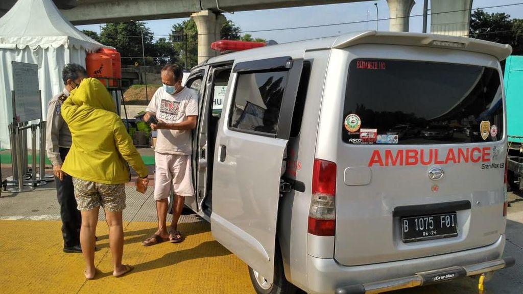Polisi Amankan Ambulans di Tol Cikabar untuk Warga Rekreasi!