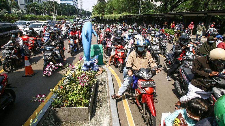 Kawasan wisata Ancol ramai didatangi warga Ibu Kota di hari kedua Lebaran. Pantai Ancol jadi destinasi populer yang dikunjungi untuk berwisata bersama keluarga.