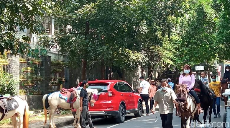 Berkuda di Taman Cilaki Bandung