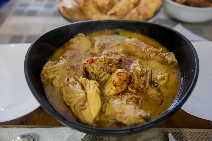 Cara Menghangatkan Opor Ayam dan Rendang Sisa Lebaran Agar Aman Dikonsumsi