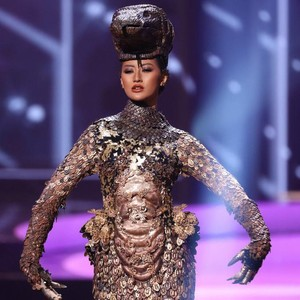 Foto: Ayu Maulida Pukau Penonton Miss Universe 2020 Berkat Kostum Komodo