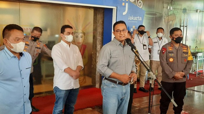 Gubernur DKI Jakarta Anies Baswedan usai rakor dengan Kapolda Metro Jaya dan Pangdam Jaya