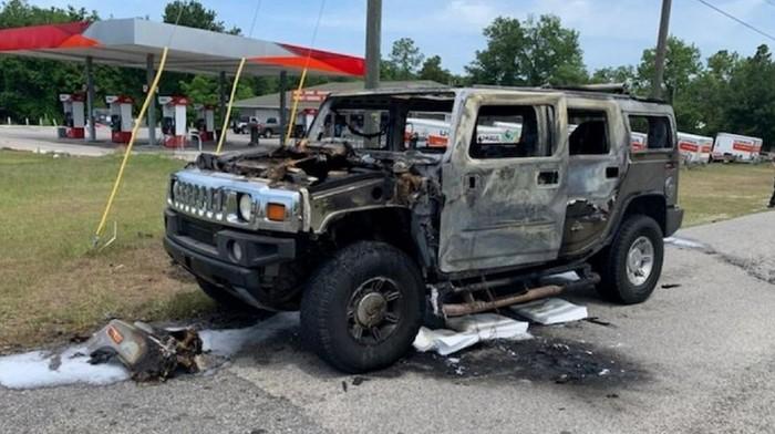Hummer terbakar gegara timbun BBM