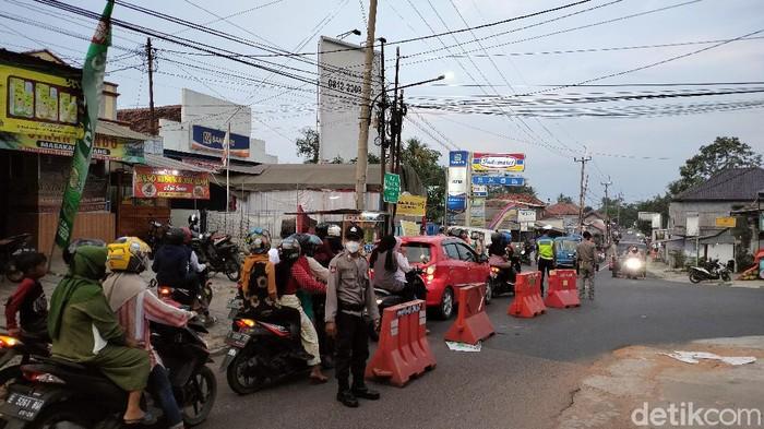 Jalur Alternatif Kuningan-Cirebon Dipadati Wisatawan