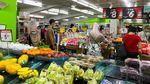 Jelang Lockdown, Warga Singapura Ramai-ramai Belanja Kebutuhan Pokok