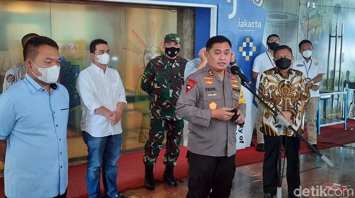 Kapolda Metro Jaya, Irjen Fadil Imran di Balai Kota DKI Jakarta (Yogi/detikcom)