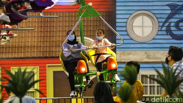Ada sejumlah wahana seru yang bisa dicoba pengunjung di Trans Studio Cibubur, seperti Formula Kart, Boomerang Hyper Coaster, Zombie Wars, dan masih banyak lagi.