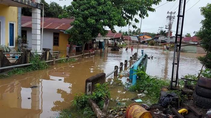 Kondisi banjir di Kabupaten Kapuas Hulu, Kalimantan Barat, Kamis (13/5). FOTO: BPBD Kabupaten Kapuas Hulu.
