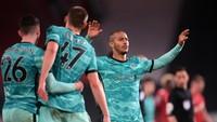 Liverpool Menebar Tekanan Besar ke Leicester dan Chelsea
