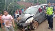 Mobil Tabrak Motor-Masuk Jurang di Pandeglang, 1 Orang Tewas