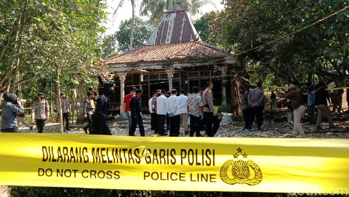 Kapolda Jawa Tengah Irjen Ahmad Luthfi mendatangi lokasi terjadinya ledakan bahan petasan di Kabupaten Kebumen. Luthfi kemudian menggelar jumpa pers di Polres Kebumen dengan memaparkan perkembangan penyidikan polisi.