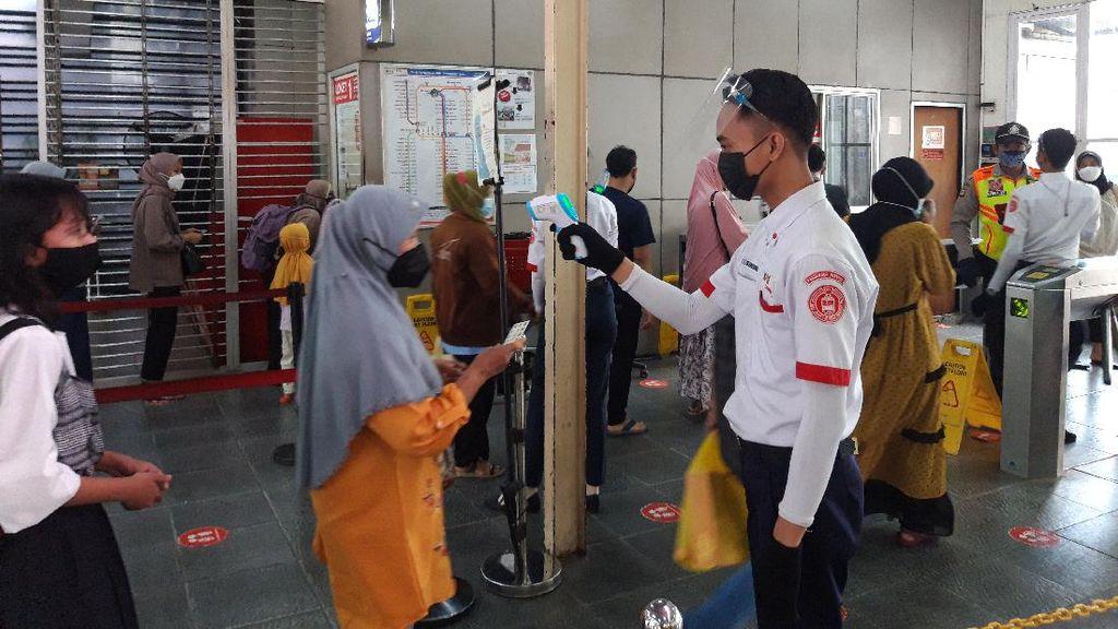 Hingga Pukul 15.00 WIB Jumlah Pengguna KRL di Stasiun Manggarai 4.789