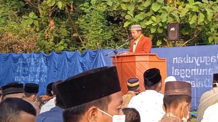 Ustaz Juriono saat berkhotbah Idul Fitri sesaat sebelum ambruk dan meninggal dunia, Klaten, Kamis (14/5/2021).