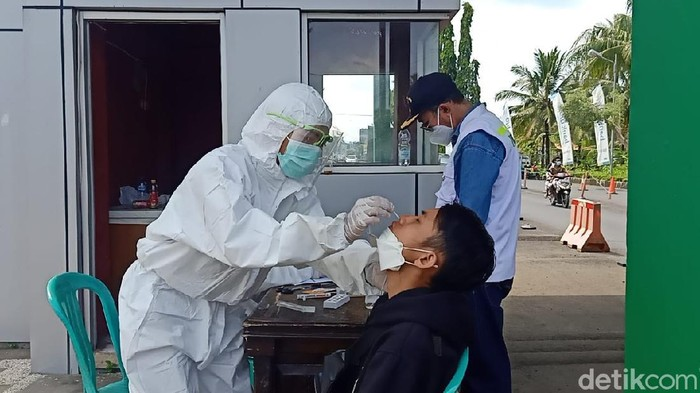 Wisatawan Pangandaran Jalani Rapid Test Antigen
