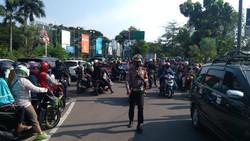 Ancol Ditutup, Antrean Pengunjung Mengular hingga Jl RE Martadinata