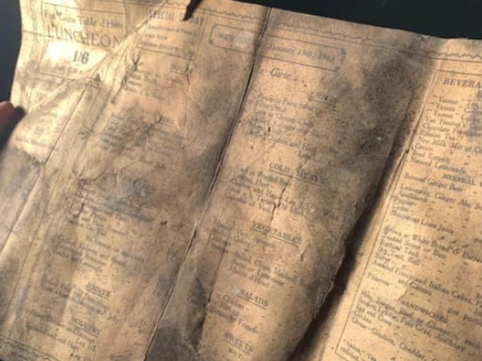 buku menu tahun 1913 ditemukan di Liverpool.