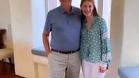 Bill Gates Menenangkan Diri Ditemani Putrinya
