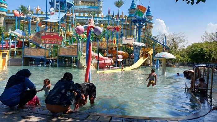 Langgar Prokes, Kolam Renang Water Park Kenjeran Surabaya Ditutup
