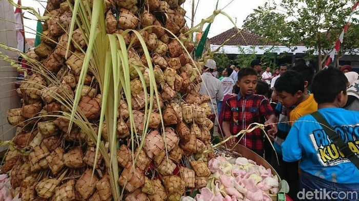 Lebaran Topat, Tradisi Makan Ketupat di Lombok yang Sarat Makna