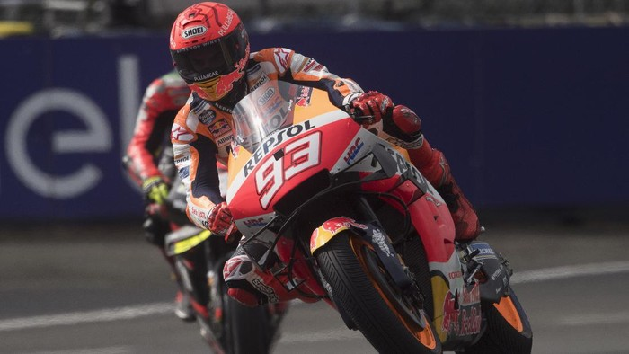 LE MANS, FRANCE - MAY 14: Marc Marquez of Spain and Repsol Honda Team rounds the bend during the MotoGP of France - Practice at  on May 14, 2021 in Le Mans, France. (Photo by Mirco Lazzari gp/Getty Images)