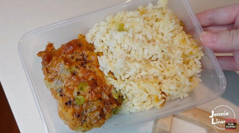 YouTuber Jennie Linando bikin kreasi nasi ayam gulai dari McDonald's yang tengah viral.