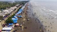 Libur Lebaran, Pantai Tanjung Pakis Ramai Pengunjung