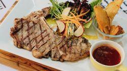 Mantul! Ini 5 Steak Kaki Lima Rasa Bintang Lima yang Viral