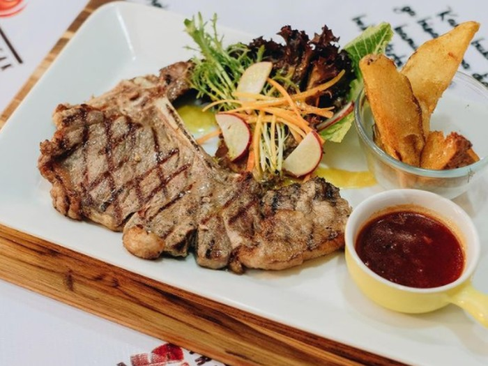 Steak Kaki Lima Rasa Bintang Lima yang Harga Terjangkau dan Viral.