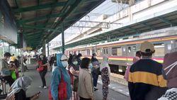 Ada 900 Perjalanan KRL Hari Ini, Begini Situasi Stasiun Manggarai