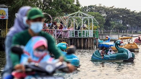 Situ Cipondoh merupakan danau buatan yang dibangun pada era kolonial Belanda. Fungsinya untuk menahan air (banjir) yang menuju Kota Tangerang.
