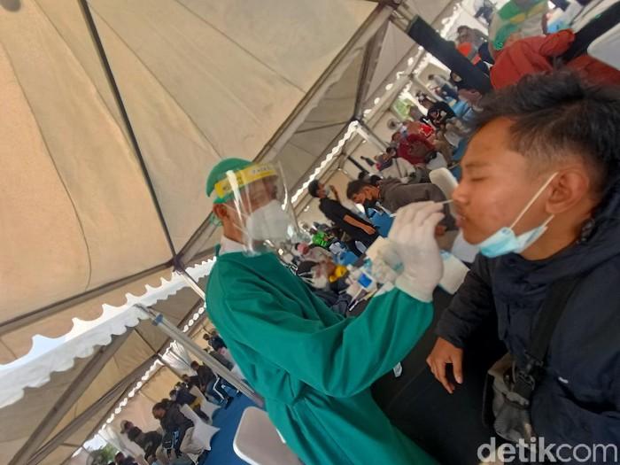 6 orang pemudik positif Corona saat tes antigen di Karawang