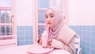 Pose Keren Fatin Shidqia saat Nongkrong di Kafe