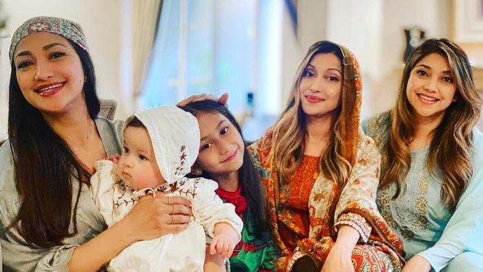 Potret keluarga Azhari rayakan Lebaran di AS.