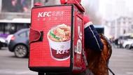 Bikin Heboh, Aktivis Vegan Kotori Lantai Gerai KFC dengan Darah